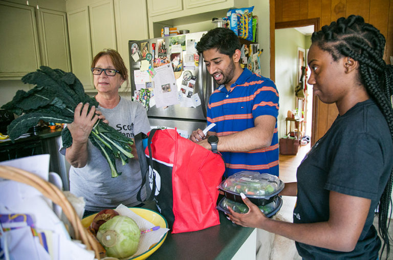 PSO Scholars work with OSL Campus Kitchen to provide meals to se