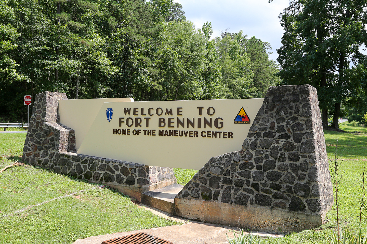 An entrance sign to Fort Benning